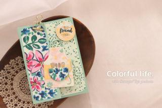 お花のペーパーに、エプロンを飾ったカード(横-ガーデン・インプレッションズ、エプロン・オブ・ラブ)
