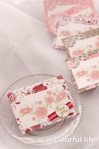 透かし模様のローズを飾った小さめカード(縦:フォーエバー・ラブリー)