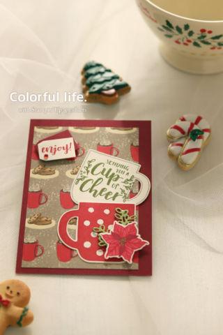 キュートなカップを重ねたクリスマスカード(縦:カップ・オブ・クリスマス)