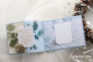 松ぼっくりと雪景色のクリスマスカード(開:ピースフル・ボー)