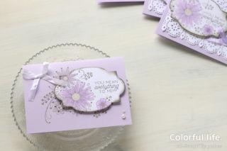 ラベルと台紙で絵柄をつなげて、お花のカード(横:リトルレース)