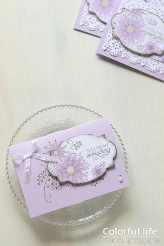 ラベルと台紙で絵柄をつなげて、お花のカード(縦:リトルレース)