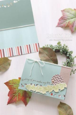ライン状のふさふさ葉っぱを飾ったカード(横:クワイト・カーヴィー)
