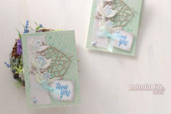 小枝を並べたようなダイを背景に、ツボミのカード