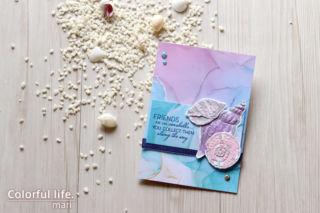 アルコールインク風のペーパーで、かんたん貝殻のカード(横:フレンズ・アー・ライク・シーシェルズ/スタンピンアップ)