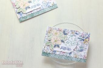 ホワイトグランドを生かして、お花いっぱいのカード