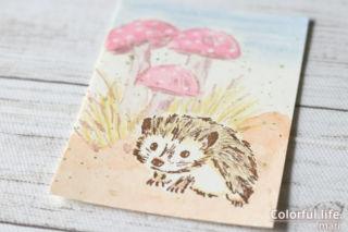 つぶらな瞳にキュ~ン、ハリネズミちゃんの色塗りカード(色塗りアップ)