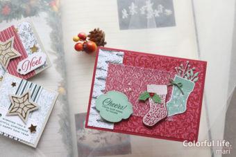 少し早めに、ソックスを並べたクリスマスカード